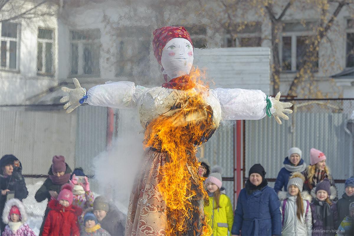 сжигание чучела и проводы зимы фото