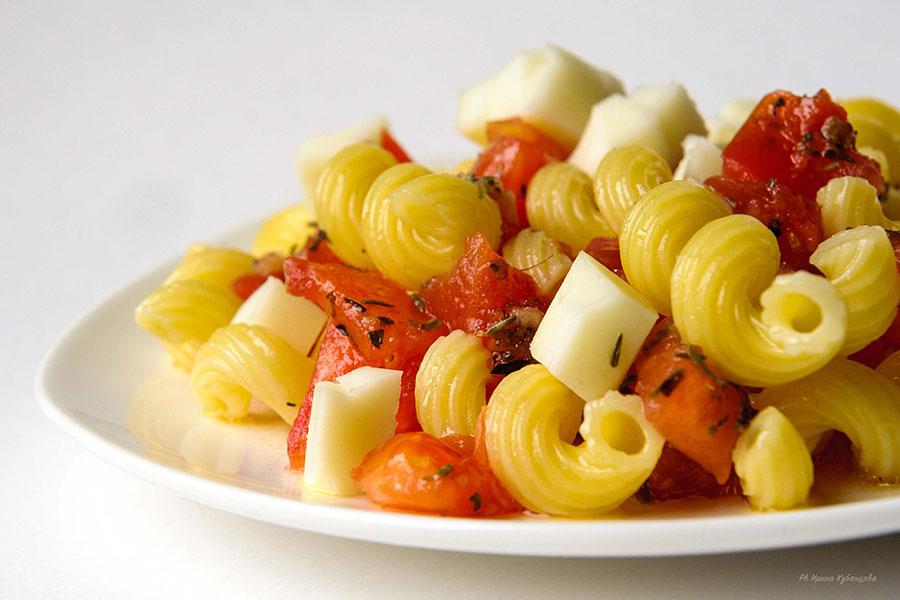 Макароны с соусом из свежих помидор