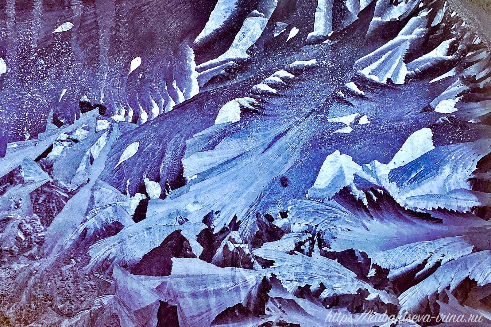 рисунок на стекле в морозный день